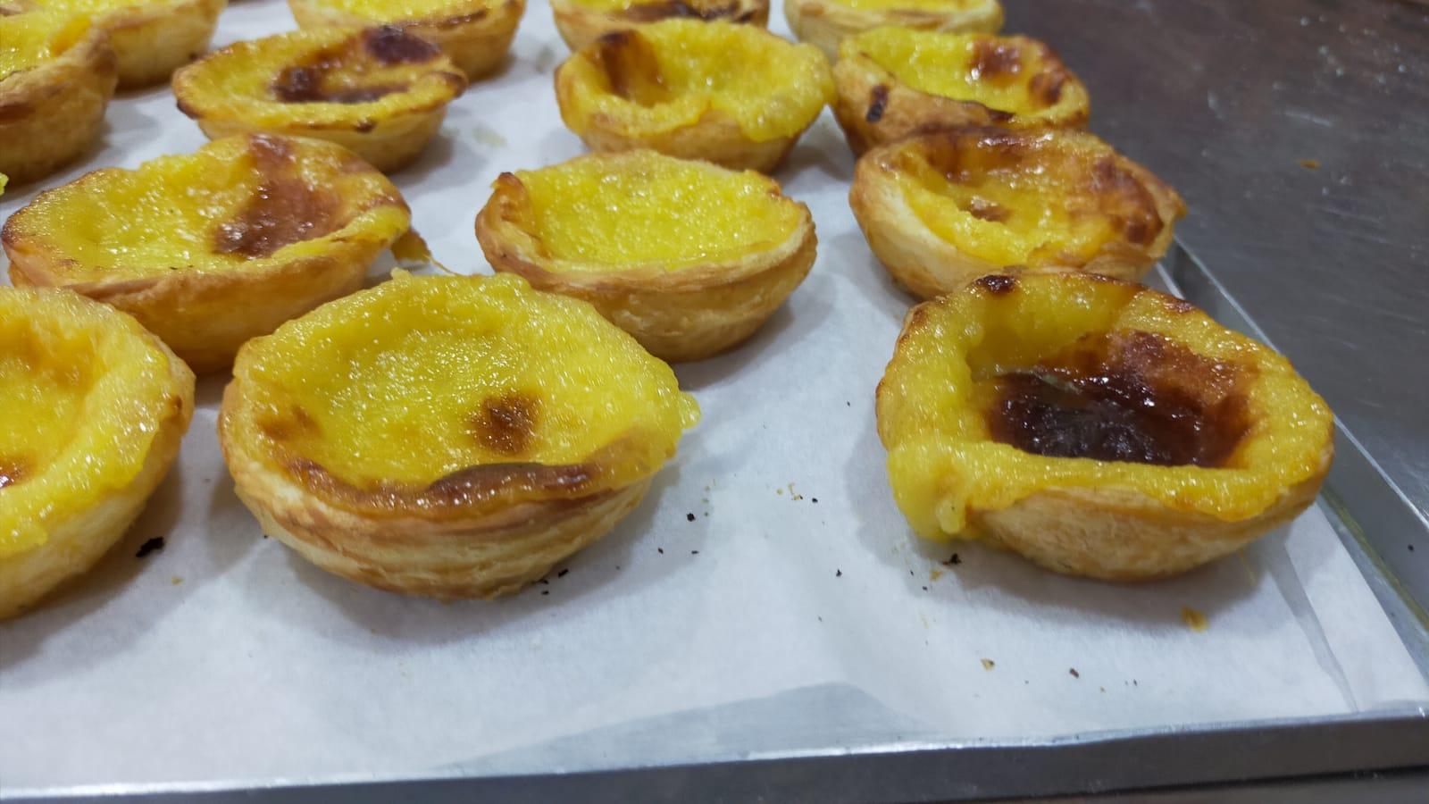panes-y-pasteles-de-nata-portugueses-en-curso